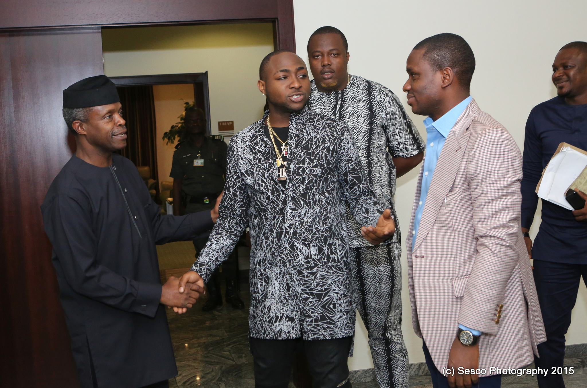 VP Osinbajo Meets With Davido In The State House On 11/08/2015
