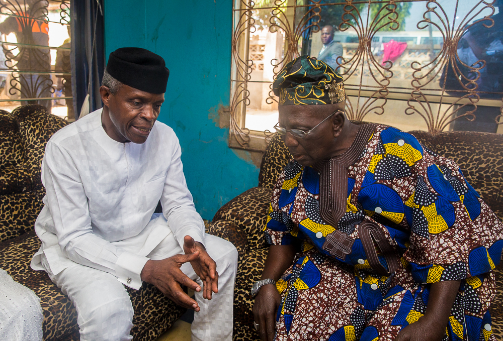Family Chats In The Home Of Alhaji Ganiyu Ake, Oyo State