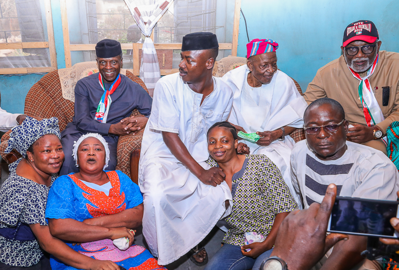Family Chats In The Home Of Chief J.A Fajoyomi In Ondo