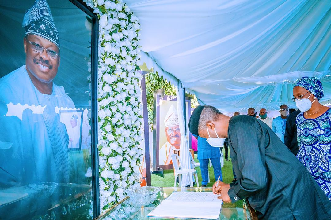 VP Osinbajo & Wife Pay Condolence Visit To  Mrs Ajimobi & The Ajimobi Family On The Loss Of Former Gov., Sen Abiola Ajimobi – 08/08/2020